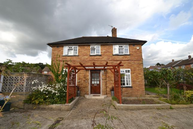 Thumbnail Property to rent in Dundrey Crescent, Merstham, Surrey