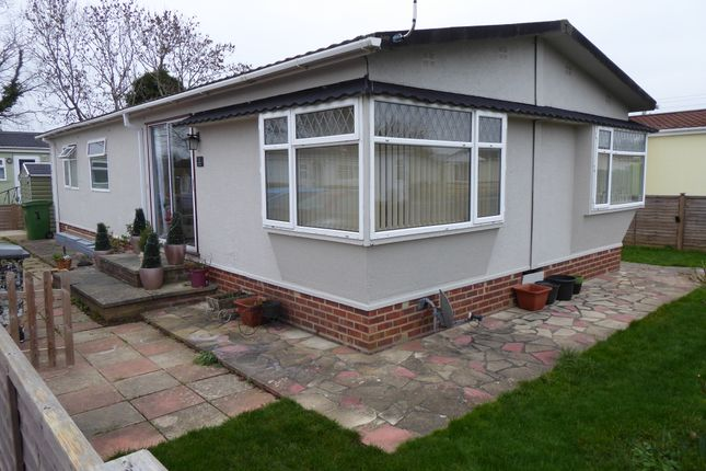 Thumbnail Mobile/park home for sale in Jasmine Way, Crookham Park, Thatcham, Berkshire