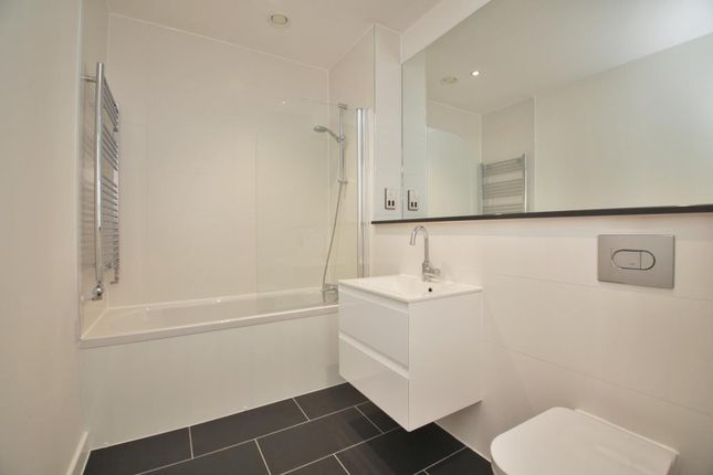 Bathroom of Garrard House, 30 Garrard Street, Reading, Berkshire RG1