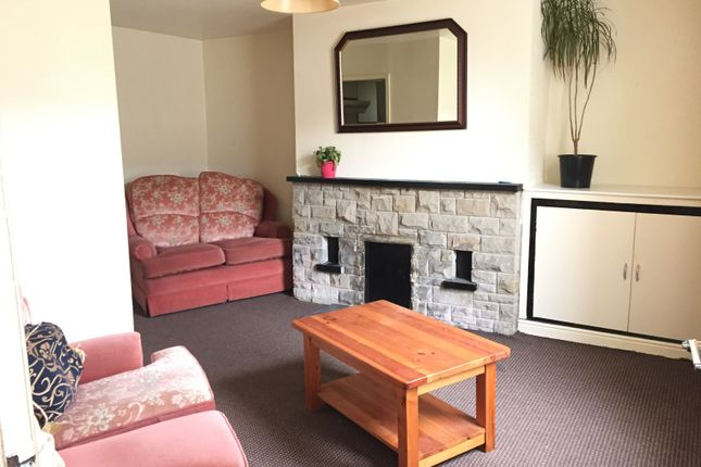 Thumbnail Cottage to rent in Green Place, Bradford