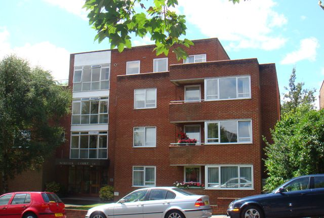 Thumbnail Flat to rent in Manor Road, High Barnet, Herts