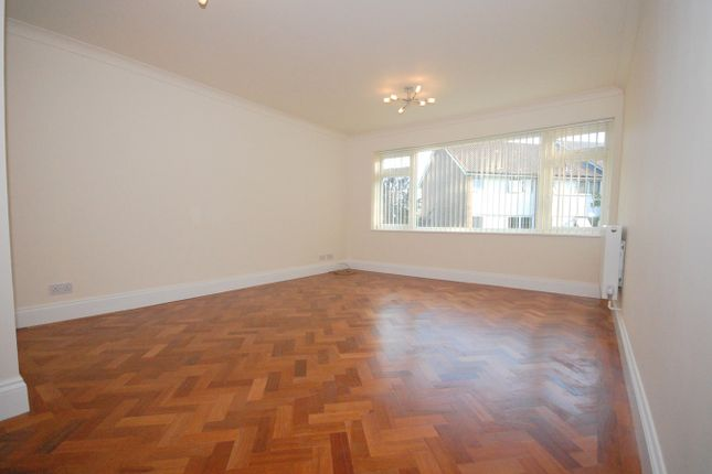Thumbnail Maisonette to rent in Brenchley Close, Bromley