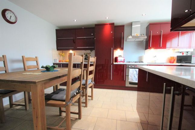 Thumbnail Terraced house for sale in Hythe Close, Braintree