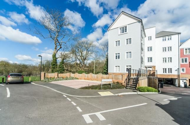 Thumbnail Flat for sale in Crabapple Road, Tonbridge, Kent