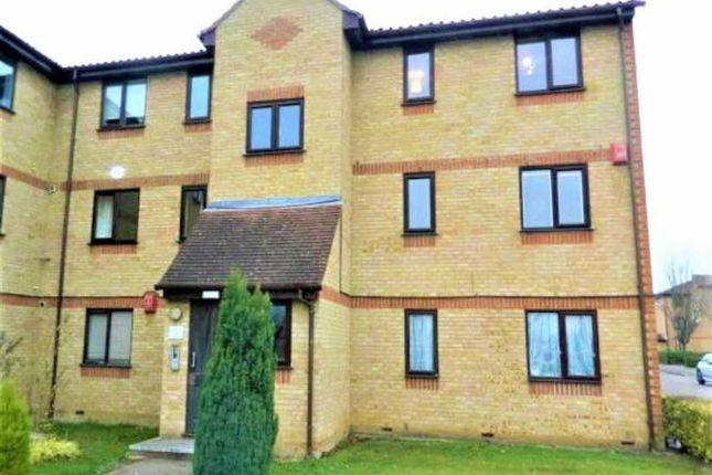 2 bed flat to rent in Littlebrook Avenue, Burnham, Slough
