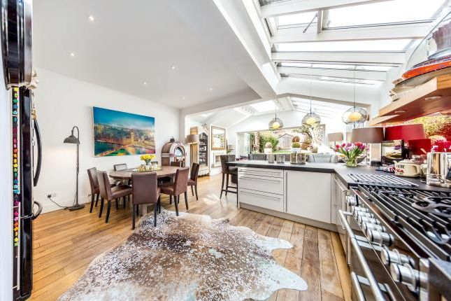 Thumbnail Terraced house for sale in Nightingale Square, London
