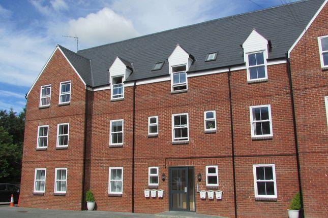 Thumbnail Flat to rent in Middleton Road, Banbury, Oxfordshire