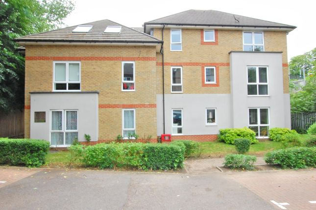 Thumbnail Flat for sale in Balmoral House, Hadleigh Grove Road, Coulsdon, Surrey