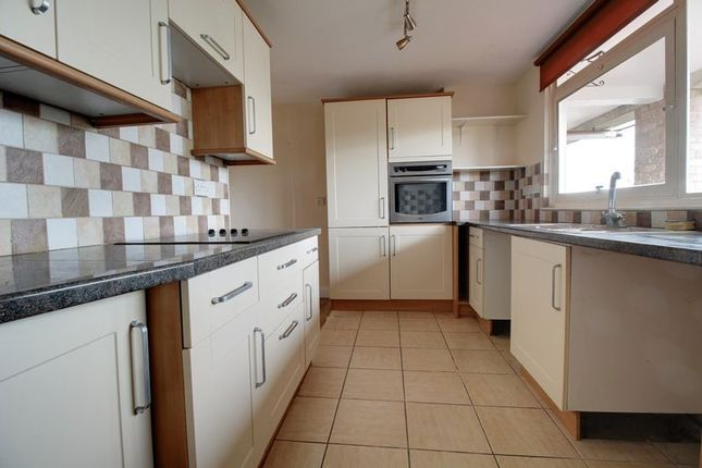 Thumbnail Flat to rent in Grove Road, Emmer Green, Reading