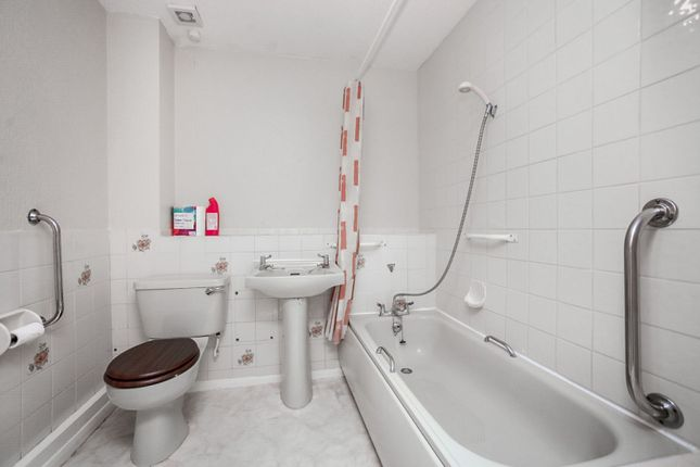 Bathroom of Meridian Court, Ashford TN23