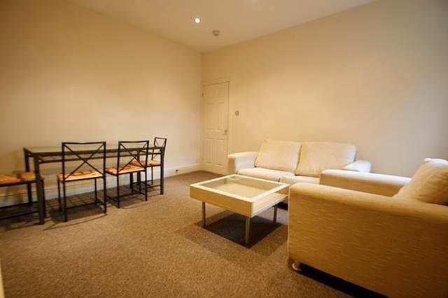 2 bed flat to rent in Gainsbrorough Grove, Fenham NE4