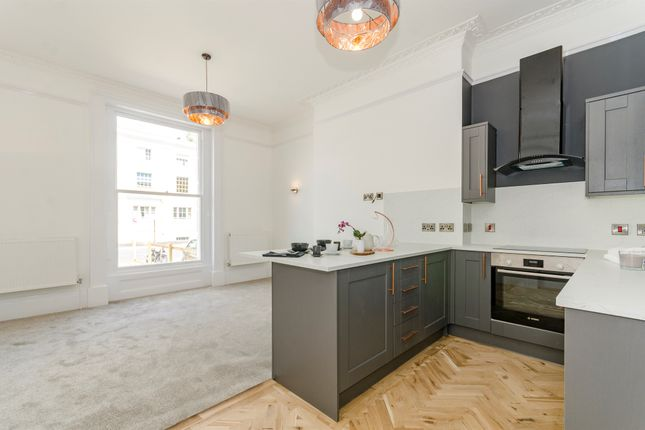 Thumbnail Flat for sale in Carlton Crescent, Southampton