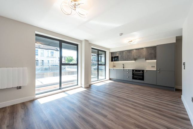 2 bed flat for sale in Whitehorse Road, Croydon CR0
