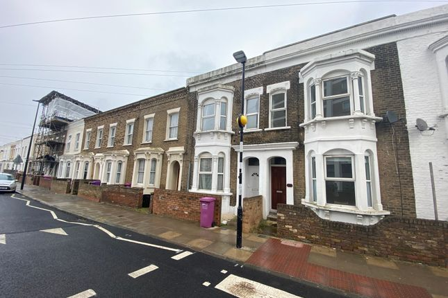 4 bed bungalow to rent in Sarum Terrace, Bow Common Lane, London E3
