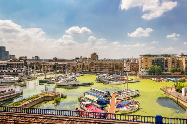 Flat for sale in Zenith Apartments, 598 Commercial Road, Limehouse, London