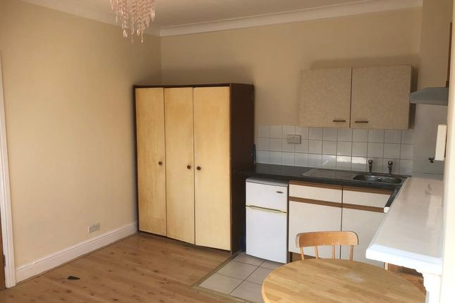 Studio to rent in Shrubbery Road, Streatham