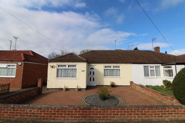 Thumbnail Bungalow for sale in Ash Hill Road, Newport Pagnell, Buckinghamshire