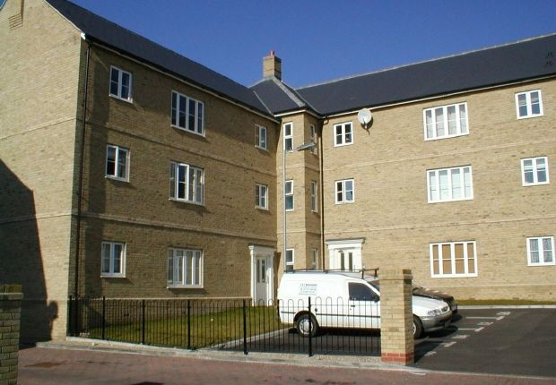 Thumbnail Flat to rent in Wickham Crescent, Braintree