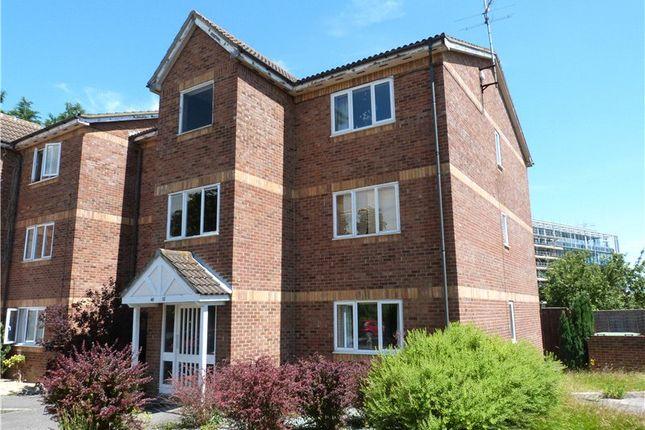 Thumbnail Flat to rent in Simmonds Close, Amen Corner, Binfield, Berkshire
