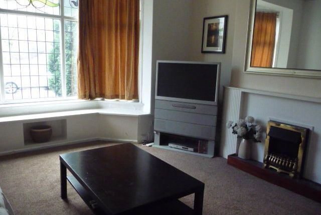 Thumbnail Flat to rent in Mossley Road, Ashton-Under-Lyne