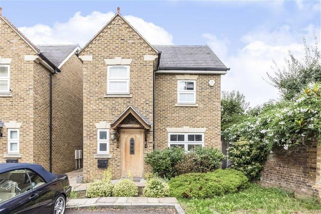 Thumbnail Property to rent in Raphael Close, Kingston Upon Thames