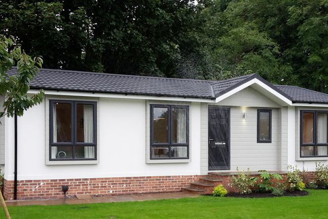 Thumbnail Mobile/park home for sale in Walton Bay, Clevedon