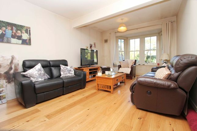 4 bed semi-detached house to rent in The Drive, Northwood