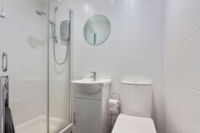 En-Suite of Ladybank Road, Mickleover, Derby DE3