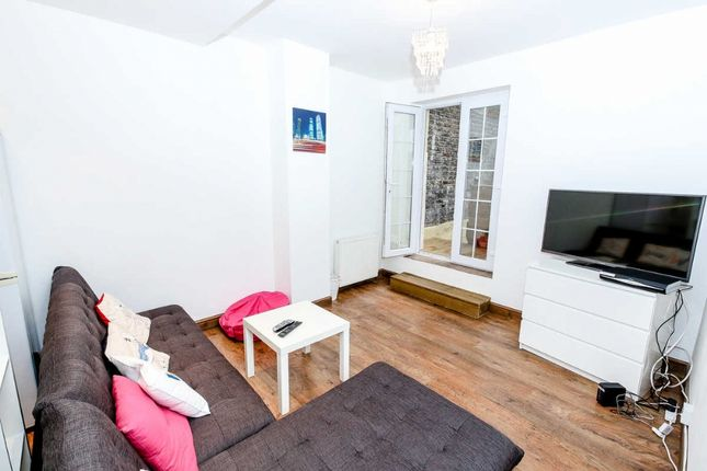Thumbnail Flat for sale in Maple Street, Fitzrovia, London