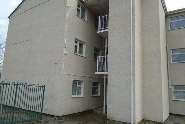 2 bed flat to rent in Granby Close, Llanelli SA15