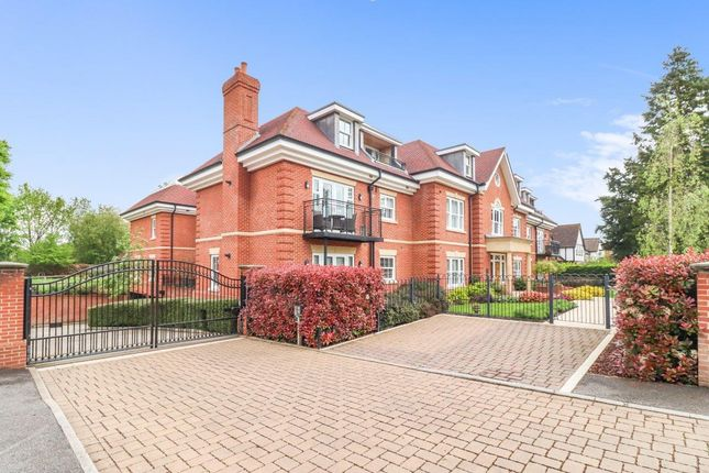 Thumbnail Flat for sale in Gregories Road, Beaconsfield