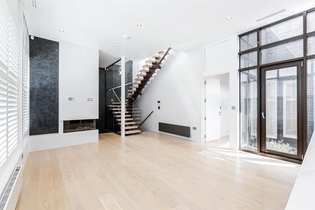 Thumbnail Town house for sale in Grange Street, Bridport Place, London