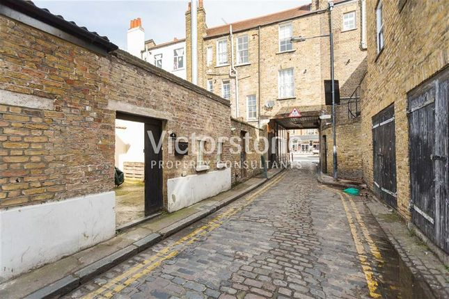 Thumbnail Mews house to rent in Assembly Passage, Whitechapel, London