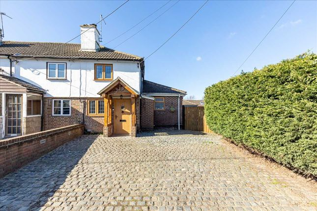 3 bed end terrace house for sale in South Street Cottages, Meopham, Kent. DA13
