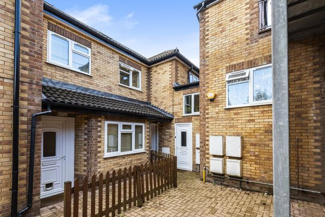 3 bed flat for sale in High Wycombe, Buckinghamshire HP12