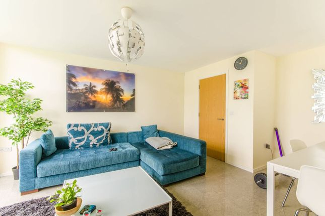 Thumbnail Flat to rent in Peacock Close, Mill Hill East, London