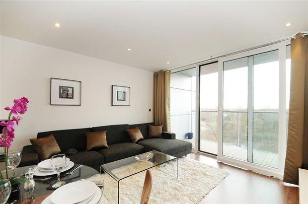 1 bed flat to rent in Queenstown Road, London