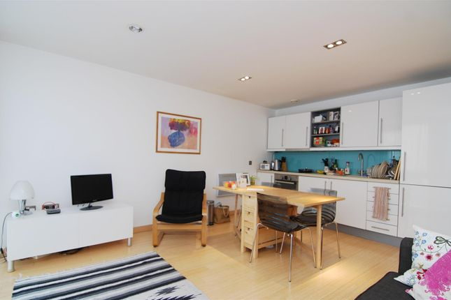 2 bedroom flat to rent in Richmond Road, Kingston Upon Thames