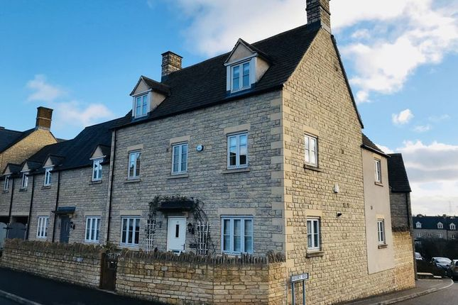 5 bed end terrace house for sale in Moss Way, Cirencester