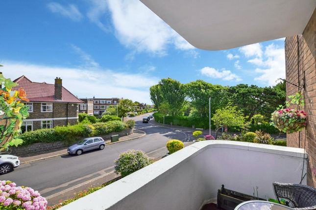 3 bed flat to rent in Winchelsea Gardens, Worthing BN11