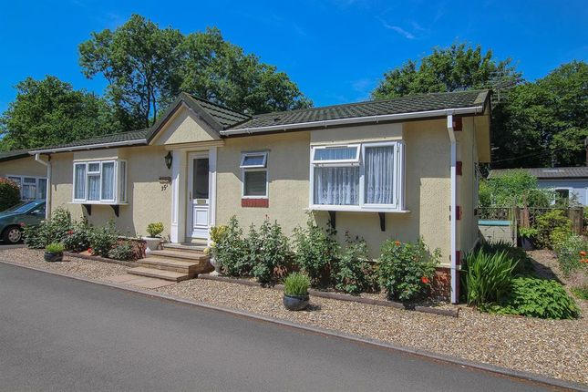 Thumbnail Bungalow for sale in Beech Park, Chesham Road, Wigginton, Tring