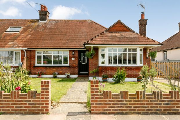 Thumbnail Bungalow for sale in Lindum Road, Worthing