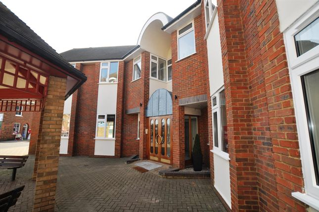 Thumbnail Flat to rent in Paynes Park, Hitchin