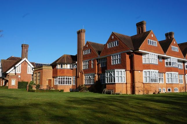 Thumbnail Flat for sale in Elizabeth Drive, Banstead