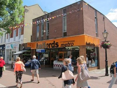 Retail premises to let in 133 High Street, Poole, Dorset