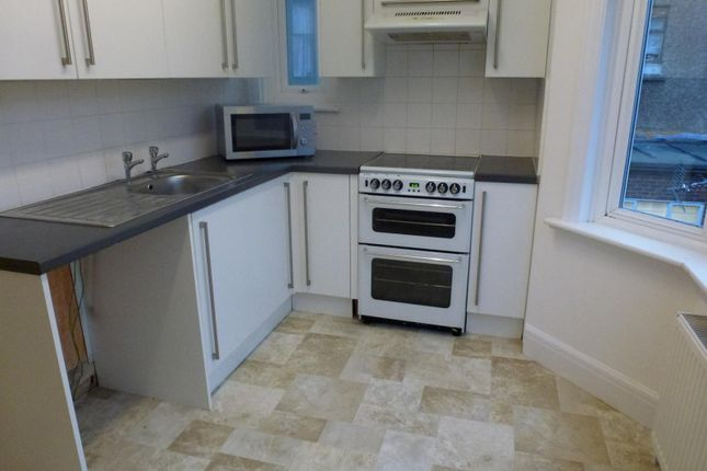 Thumbnail Flat to rent in Titian Road, First Floor Flat, Hove