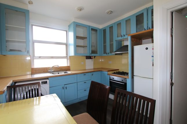 Thumbnail Flat to rent in Mansfield Road, London