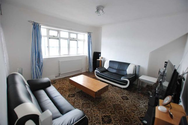 Thumbnail Flat for sale in Queens Row, St Peters House, London