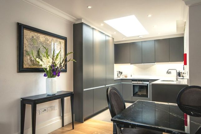 Thumbnail Flat to rent in Lees Place, Mayfair