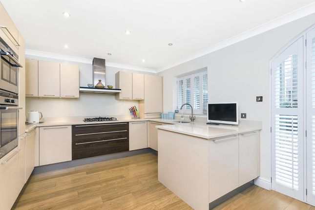 Thumbnail Property to rent in Oxford Gate, Brook Green, London